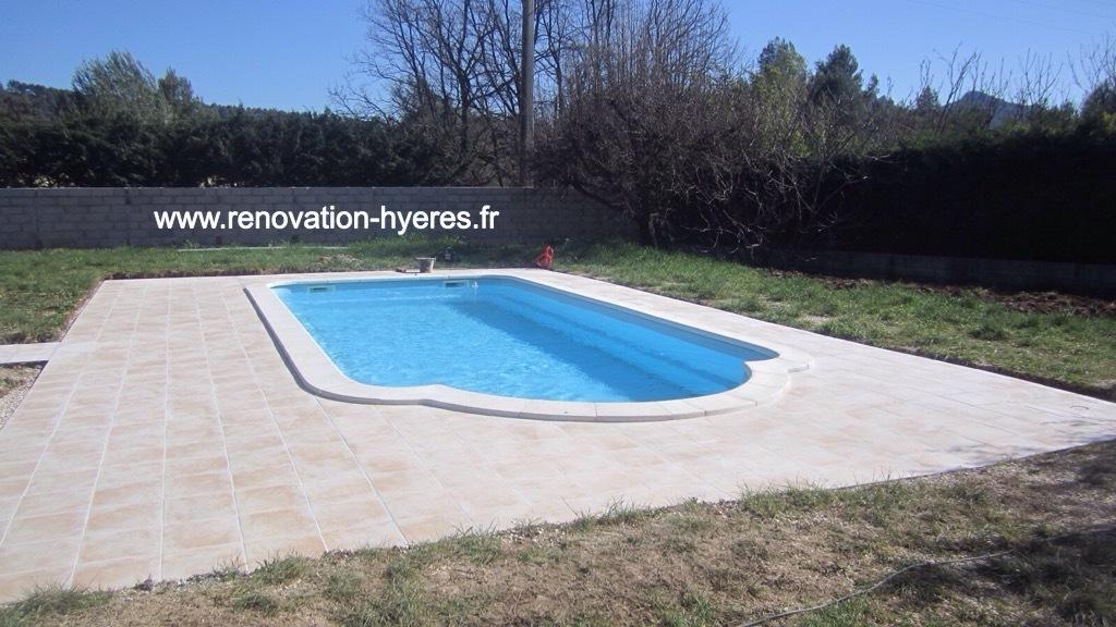 Aménagement extérieur Hyères : jardin, carrelage, terrasse, piscine ...